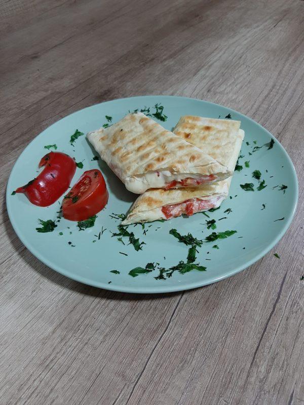 Лаваш-хоровац с помидором